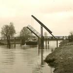 Durchfahrt für Schiffe an der Wittorfer Brücke.
